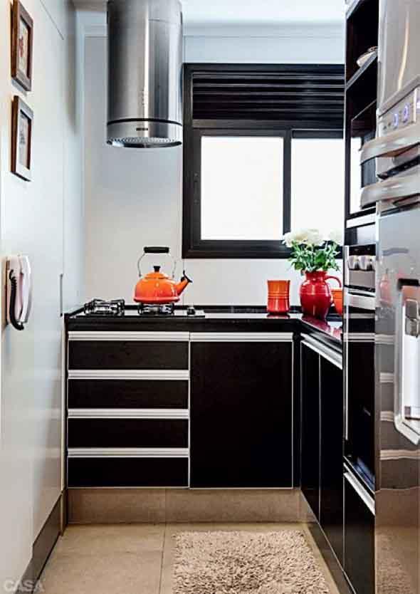 Cozinhas com armários pretos 008