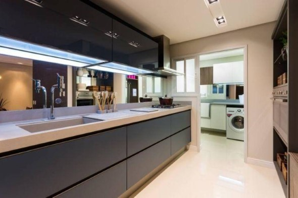 Cozinhas com armários pretos 009