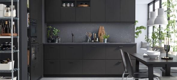 Cozinhas com armários pretos 016