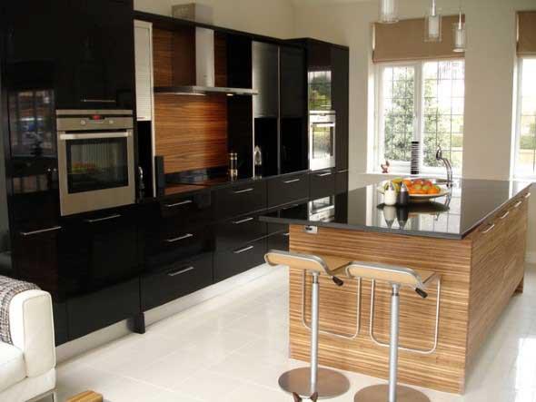 Cozinhas com armários pretos 020