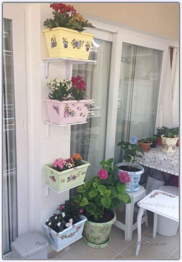 Vasos de flores na varanda 001