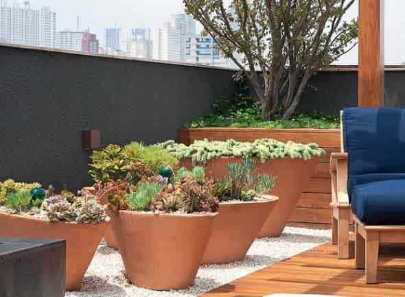 Vasos de flores na varanda 010
