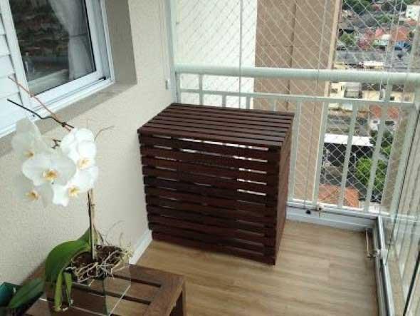 Vasos de flores na varanda 016