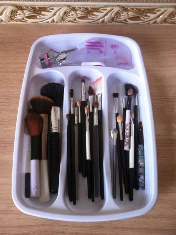 organizar pincéis de maquiagem 010