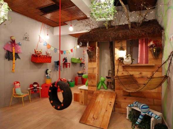 Quarto infantil com tema casa na árvore 006