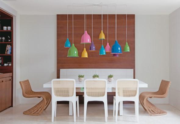 Luminárias e pendentes coloridos na decoração 002