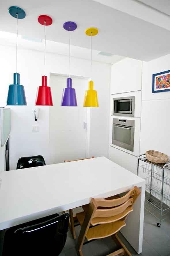 Luminárias e pendentes coloridos na decoração 007