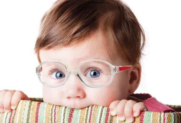 Criança pode usar lente de contato?