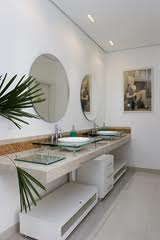 Banheiro com espelhos 1