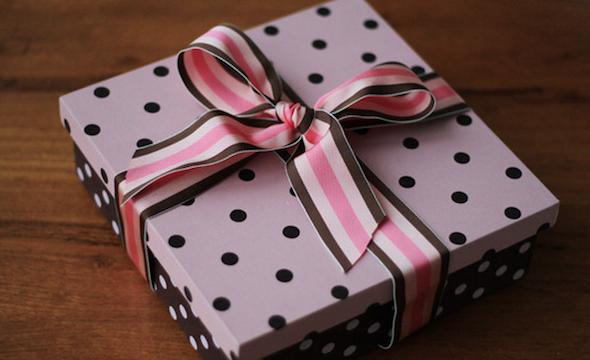 fazer caixa de presente forrada 6