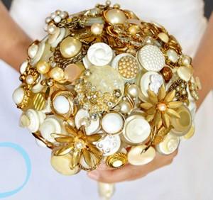 Buque de broche com bijuterias 16