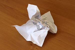 Como alisar papel amassado 01