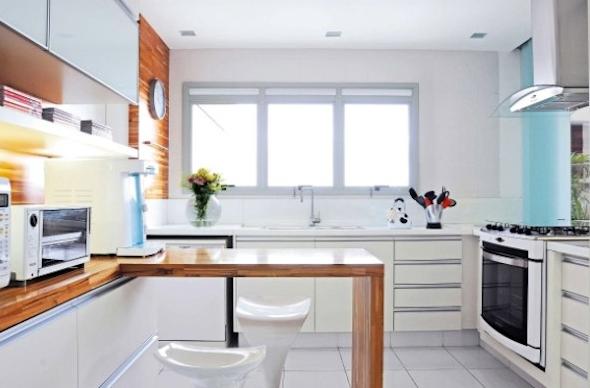 Bancadas de madeira na cozinha11