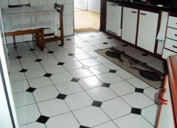 Piso preto e branco em cozinhas12