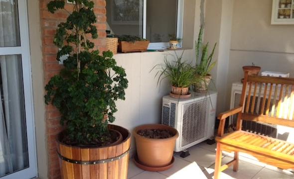 ar condicionado na varanda do apartamento
