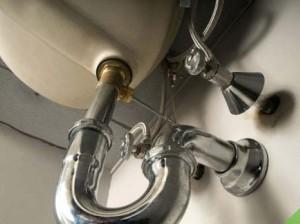 Como limpar sifão da pia do banheiro 001