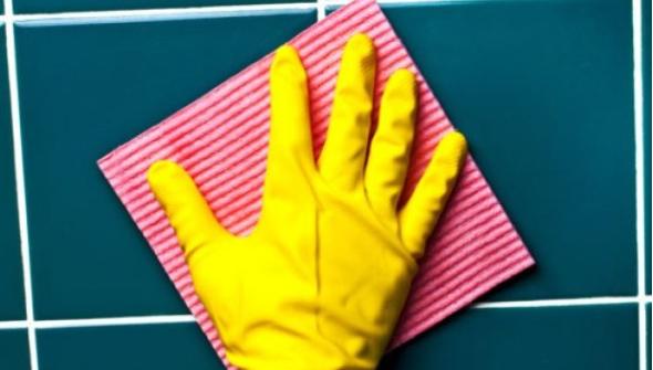 1-4 maneiras de limpar tinta de piso e azulejo