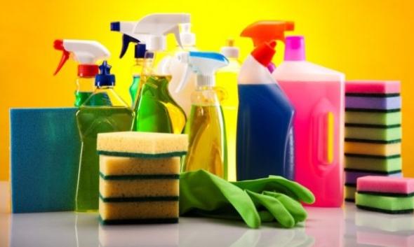 3-4 maneiras de limpar tinta de piso e azulejo