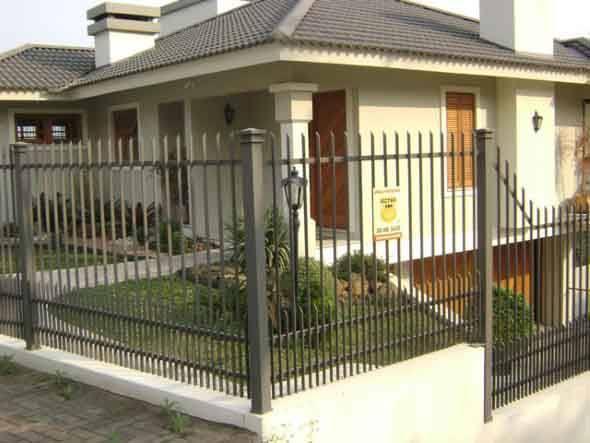 Frente-de-casas-com-grades-de-ferro-010