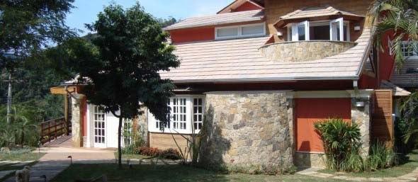 Fachada-de-casa-estilo-colonial-moderno-015