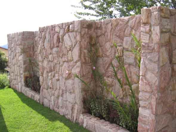 Frente-de-casas-com-muros-de-pedras-007