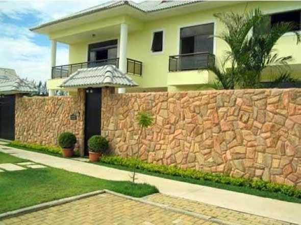 Frente-de-casas-com-muros-de-pedras-010