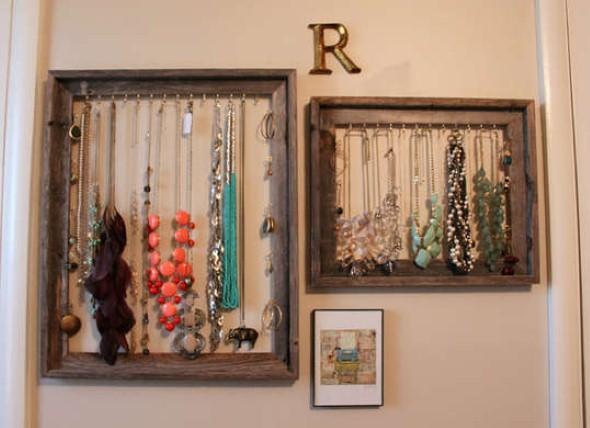 Colares e pulseiras bem organizados e livres de nós.