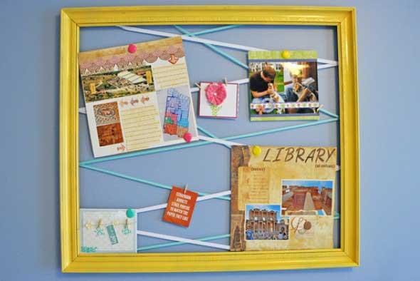 Jeito simples para pendurar fotos e cartões no quarto ou no escritório.