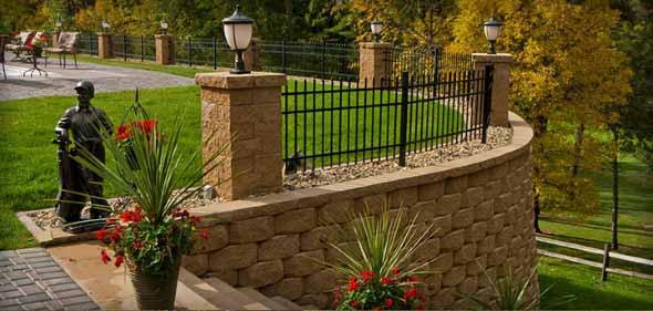 O muro de arrimo ajuda a nivelar o terreno para uma boa construção.