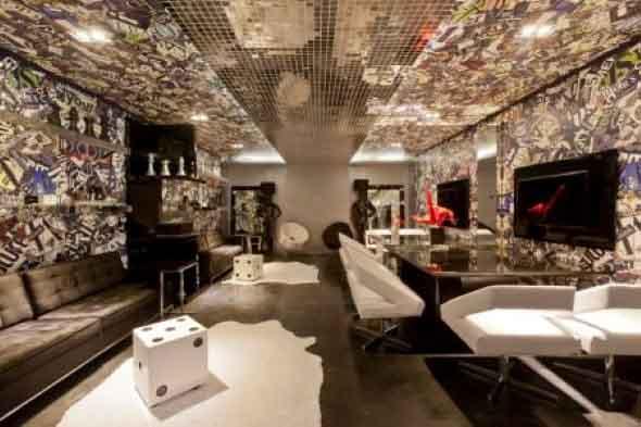 Pastilhas de vidro na sala 011