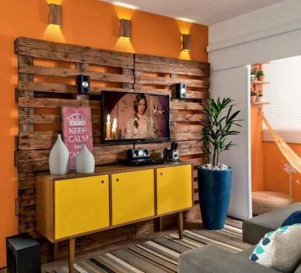 Painel de parede feito com paletes 013
