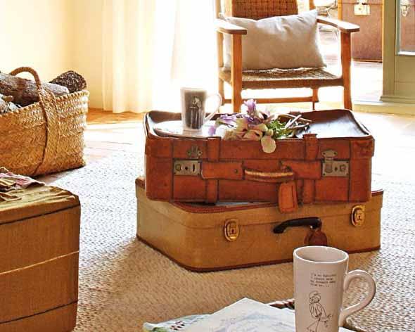 Baús e malas antigas na decoração 018