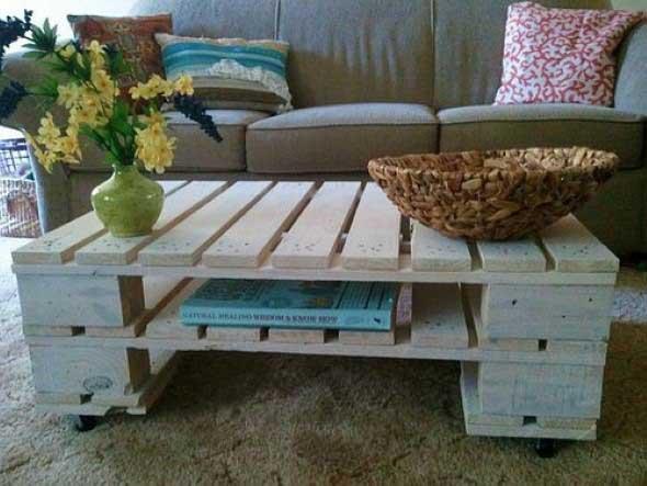 Mesas feitas com paletes e caixotes de feira 001