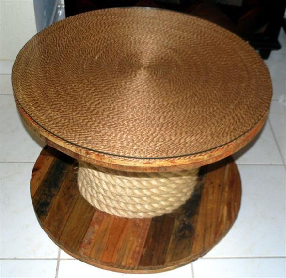 Bancos e mesas rústicas feitas de carretel de madeira 006