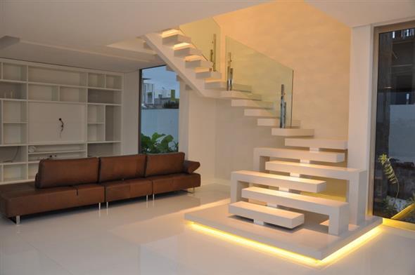 Escada em L, outro modelo projetado para espaços pequenos.