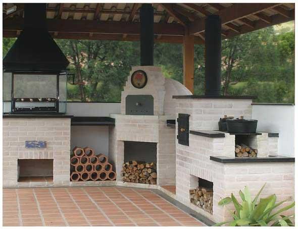 fogao-de-lenha-proximo-da-churrasqueira-006