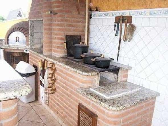 fogao-de-lenha-proximo-da-churrasqueira-010