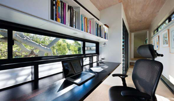home-office-no-corredor-de-casa-014