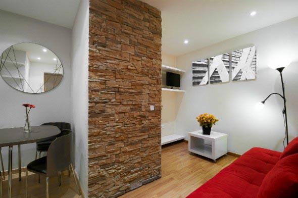 Decorar um ambiente com parede de pedra 015
