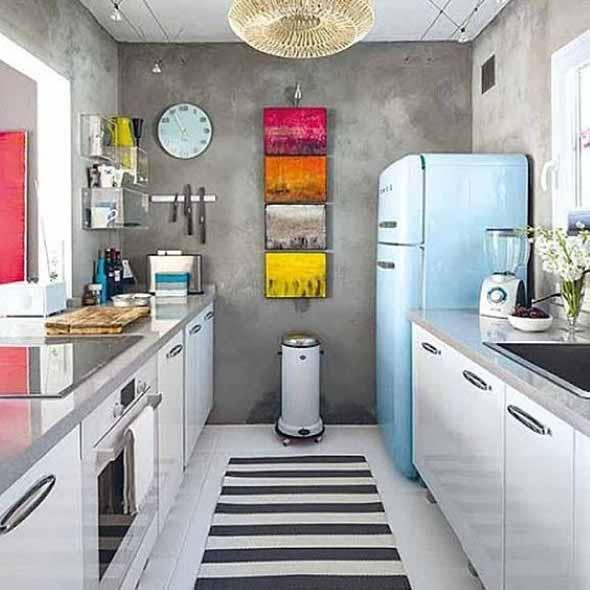 Na cozinha o cimento queimado pode ser aplicado por cima de azulejos antigos, e o resultado é espetacular.