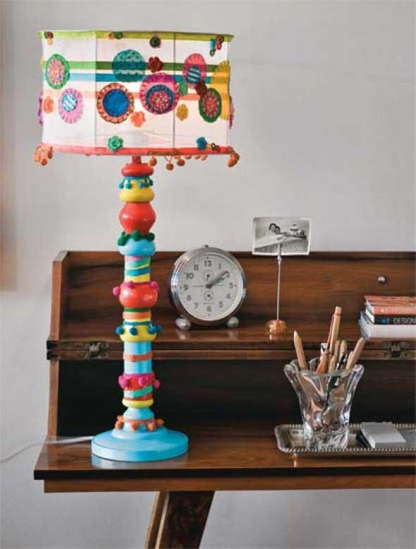 Abajur colorido na decoração 015