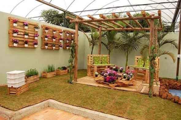 Ideias criativas para usar paletes no jardim de casa 002