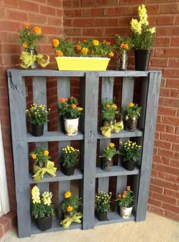 Ideias criativas para usar paletes no jardim de casa 016