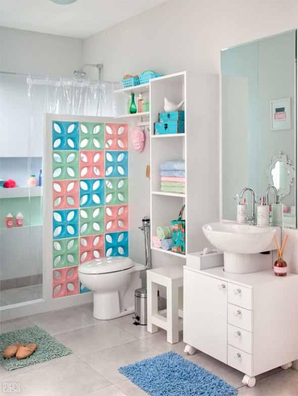 Soluções práticas para banheiros pequenos 012