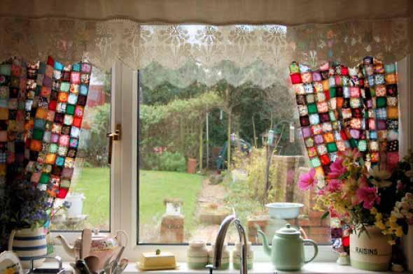 Cortinas coloridas na decoração 022