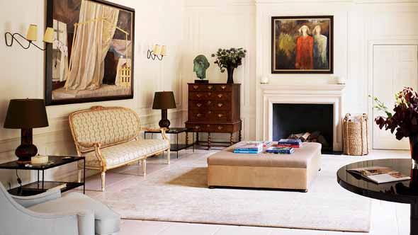 Móveis antigos na decoração da sala de estar 008