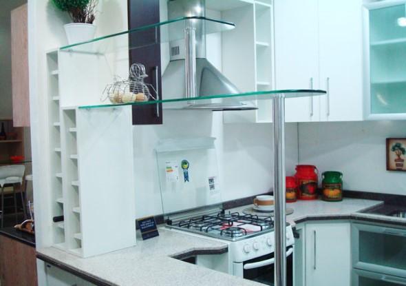 Prateleiras na decoração da cozinha 009