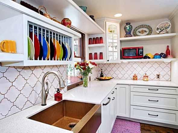 Prateleiras na decoração da cozinha 017