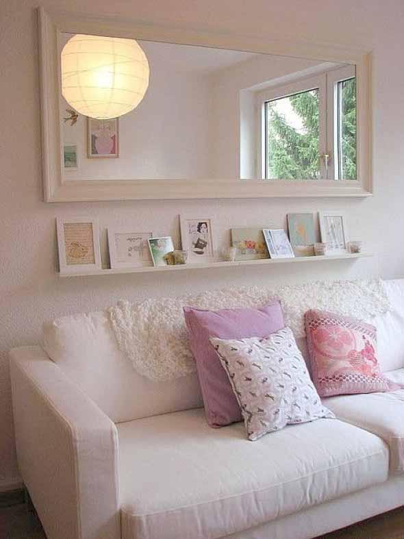Prateleiras na sala de estar 012