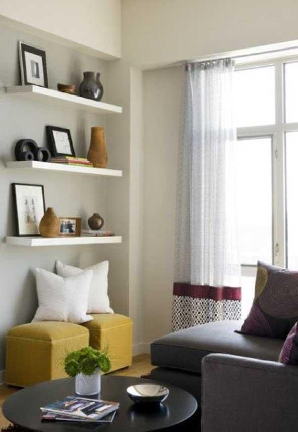 Prateleiras na sala de estar 021